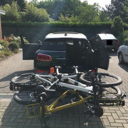 Mini Clubman with hitch bike rack rear 3